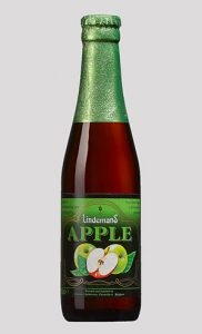Kaija provar suröl Lindemans apple